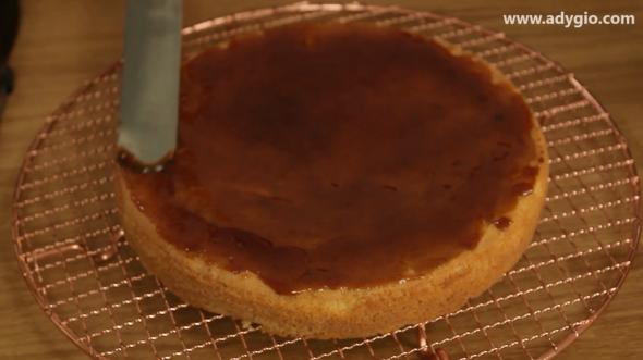 Tort Petre Roman cu sirop de caramel