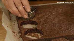 prajitura tiramisu cu mascarpone decupare blat cu cacao