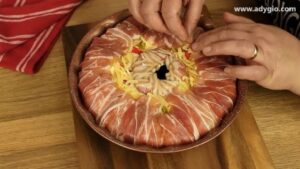 Omleta cu branza invelita cu bacon la cuptor invelire finala