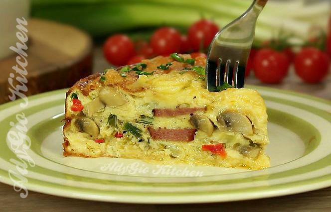 Omleta la cuptor cu ciuperci mod de servire omleta cu cascaval ciuperci si carnat picant