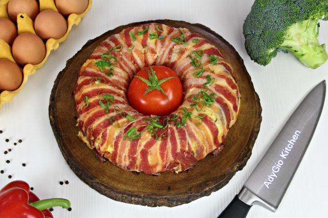 omleta cu branza invelita in bacon mod de servire
