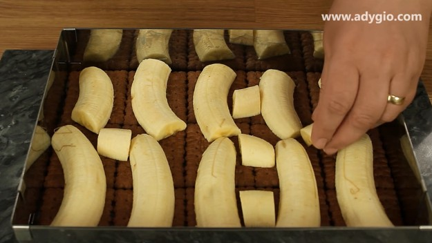 prajitura cu iaurt si banane cu banane bucati