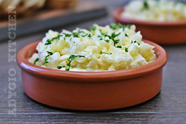 Conopida cu maioneza si iaurt , o salata de conopida potrivita pentru pachetelul de la munca sau scoala
