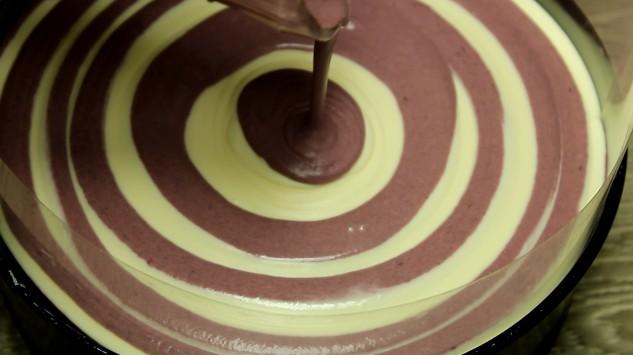 prajitura fara coacere cu iaurt si mure alternarea straturilor