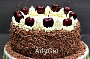 Tort Padurea Neagra cu visine sau cirese blat insiropat si frisca