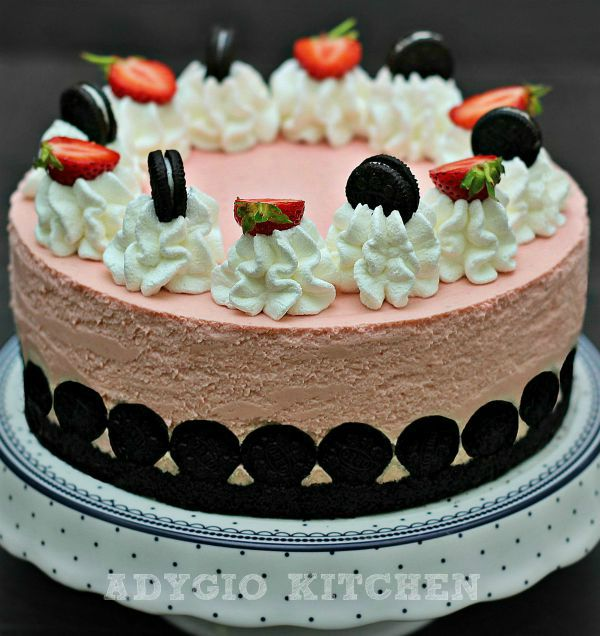 Tort fara coacere cu fructe si biscuiti Oreo un tort rapid si simplu