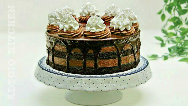 Tort Boema cu ciocolata si frisca reteta de cofetarie , un tort cu blat insiropat,glazura ganache si frisca