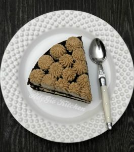 Tort cu crema de unt si cafea felie de tort mod de preparare