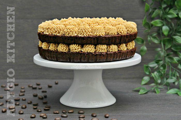Tort cu crema de unt si cafea , un tort simplu si rapid cu blat aromat cu rom