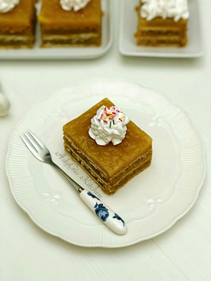 Prajitura cu mere , budinca de vanilie si frisca