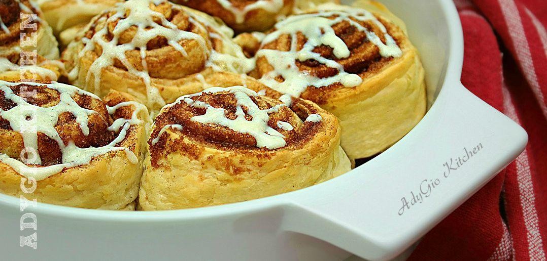Rulouri cu scortisoara cu glazura de branza melcisori cinnamon rolls adygio kitchen