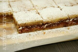 Prajitura cu mere sau prajitura lenesului rapida si simpla