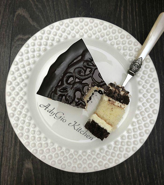 Tort Televizor cu crema de lamaie ,servire felie de tort cu blat pufos