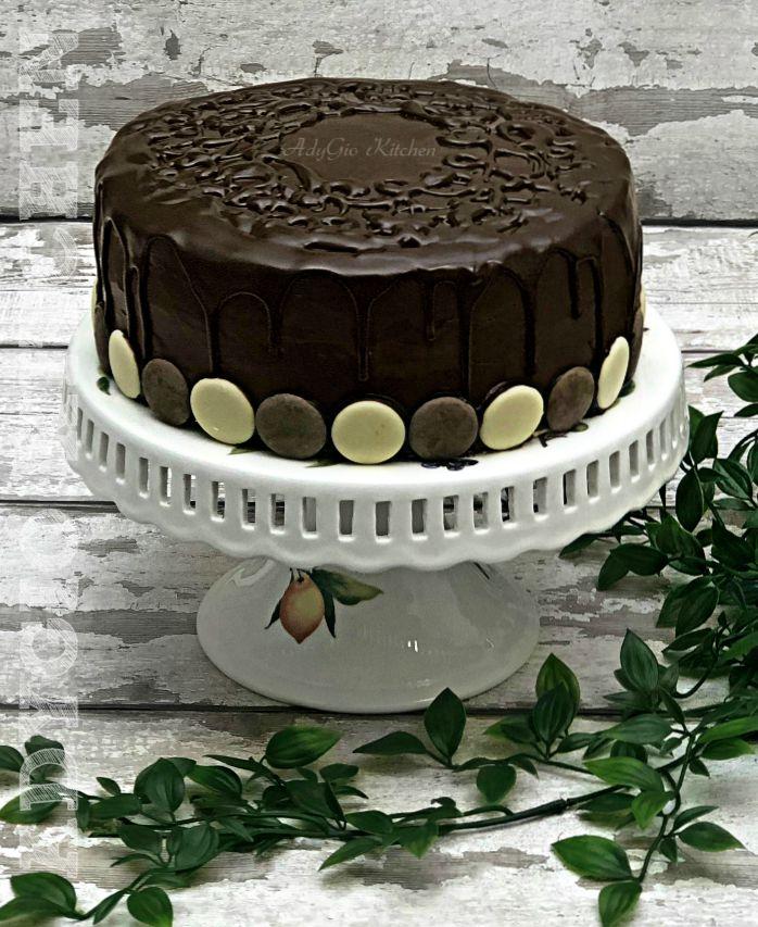 Tort Televizor cu crema de lamaie , un tort cu blat insiropat si crema fina