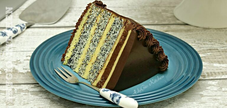 Tort Tosca cu blat cu mac si crema de vanilie