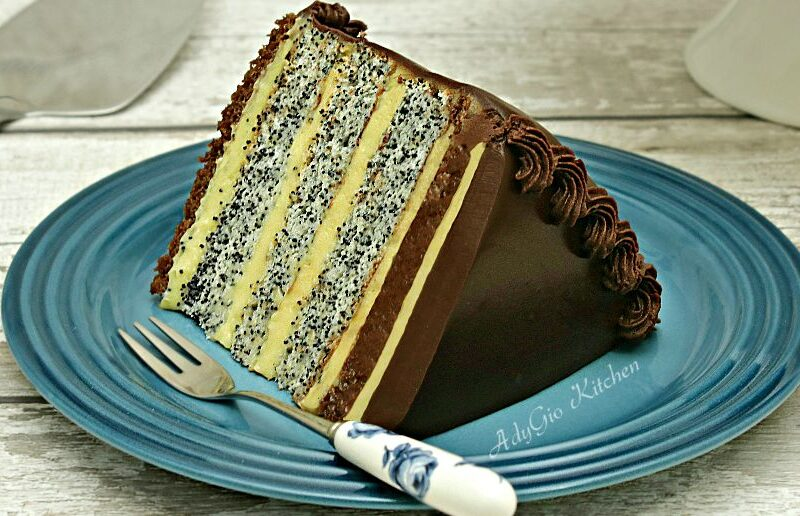 Tort Tosca cu blat cu mac si crema de vanilie adygio kitchen