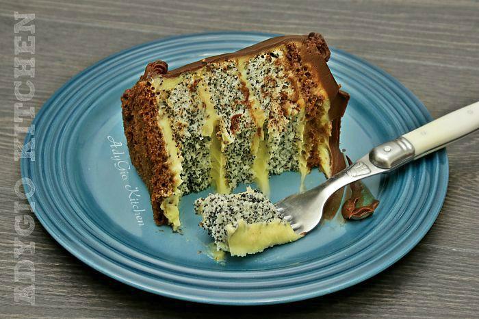 Tort Tosca cu blat cu mac si crema de vanilie mod de servire