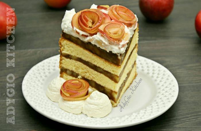 Tort de mere cu budinca de caramel si frisca