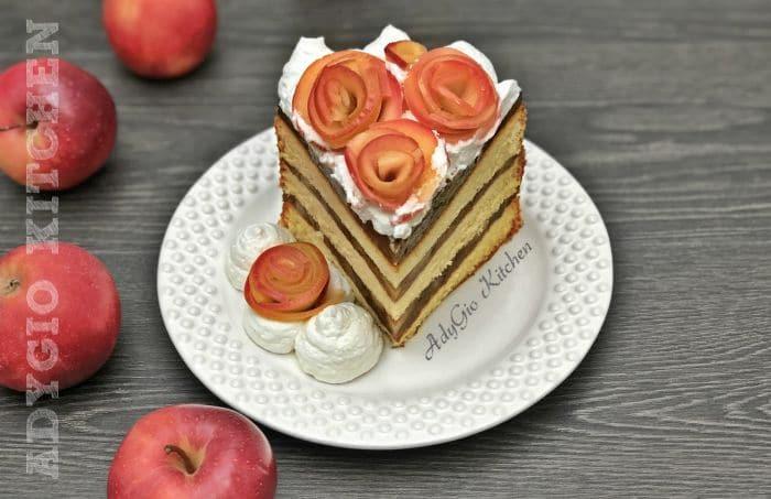 Tort de mere cu budinca de caramel,o reteta de tort decorat cu frisca si trandafiri din mere