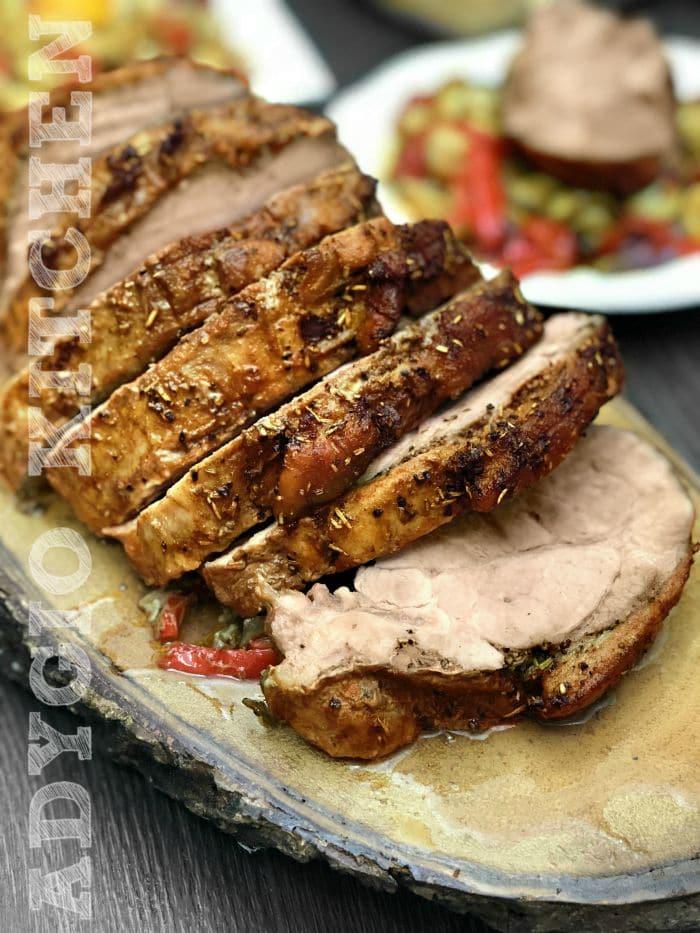 carne de porc la cuptor sau cum se face ceafa de porc la cuptor cu usturoi si ceapa