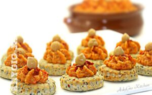 Hummus picant servit cu biscuiti sarati