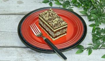 Prajitura Regina Maria cu nuca si crema de cacao , o prajitura de casa delicioasa cu o reteta simpla pas cu pas