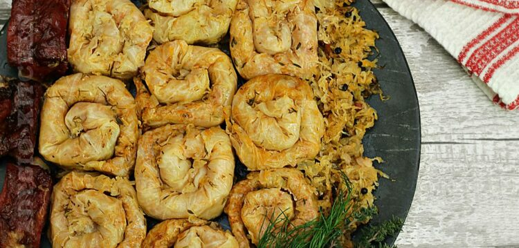 Sarmale in foi de varza acra rulate in stil turcesc sau sarmale cu varza murata rulate in spirala