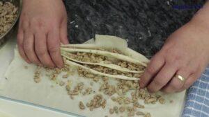 Placinta cu carne tocata de porc formare pliseuri