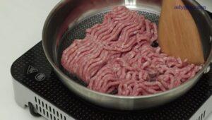placinta cu carne tocata de porc carne in tigaie