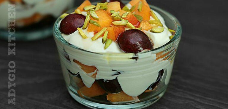 Salata de fructe cu mascarpone si fistic