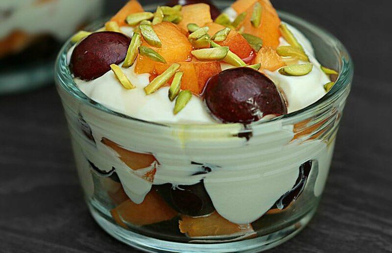 Salata de fructe cu mascarpone si fistic adygio kitchen
