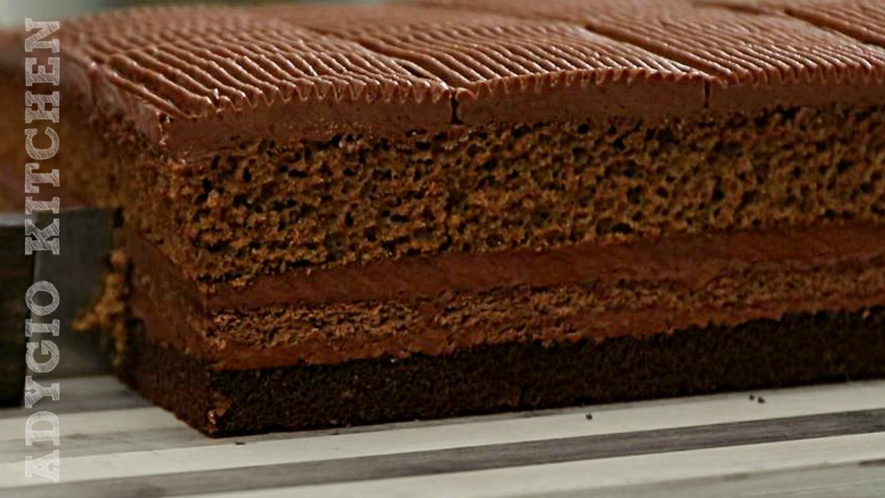 Regina prajiturilor cu ciocolata,prajitura Cleopatra cu blat insiropat