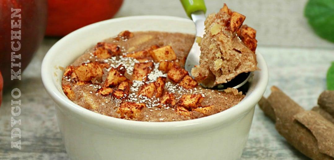 Prajitura cu mere la cana sau ramekin numita si mug cake cu mere