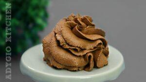 Mousse de ciocolata fara oua sau spuma de ciocolata cu 2 ingrediente, reteta de crema pentru tort