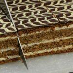 Prajitura Eva cu nuca si crema de vanilie, o prajitura de casa cu o textura deosebita