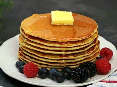 Clatite americane sau reteta pancakes cu lapte batut.Clatite pufoase si moi
