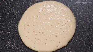 Secretele de preparare ale clatitelor americane sau pancakes.Mici bule care sa arate coacerea clatitelor americane