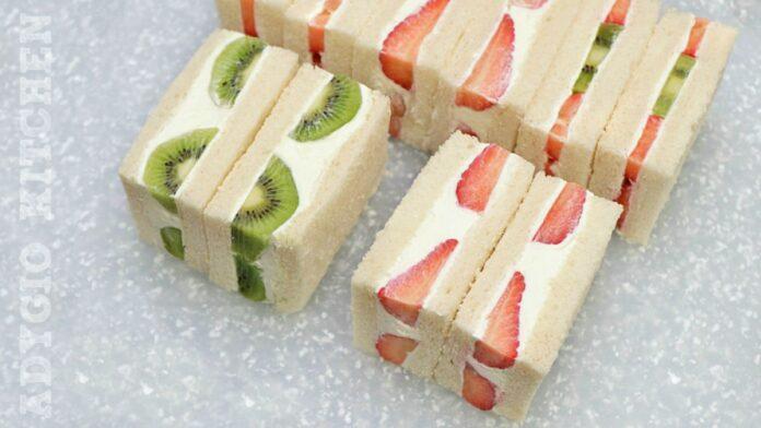 Sandvis cu fructe perfecte pentru petreceri in aer liber