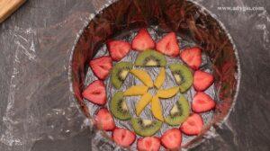 Tort diplomat felii de fructe pe fundul oalei pentru decor