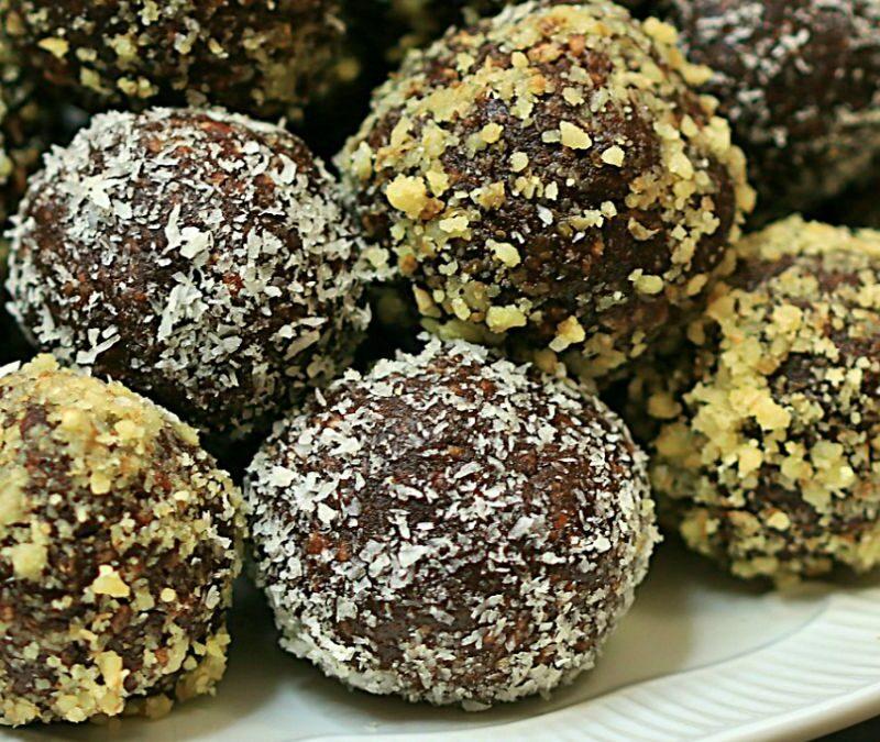 Bomboane din biscuiti cu visine din visinata, bombite betivane sau bilute de biscuiti cu visine din visinata sau compot