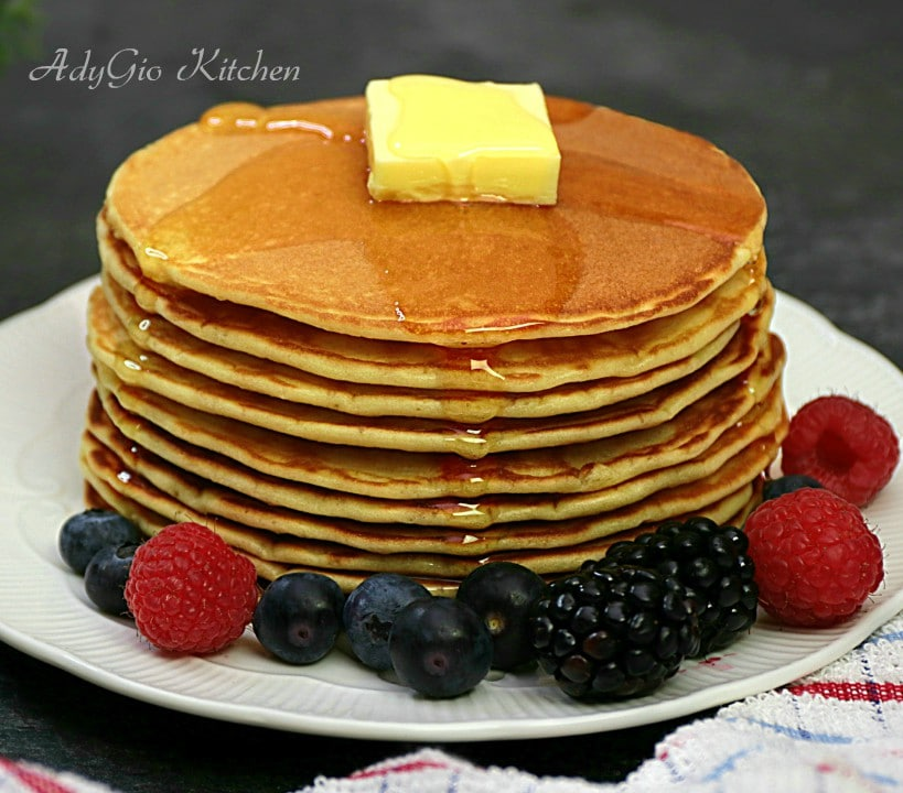 Clatite americane, reteta celor mai pufoase clatite americane sau pancakes cu lapte. Reteta de clatite americane cu reusita garantata