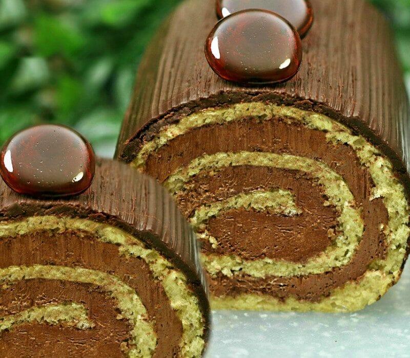 Rulada Dobos reteta de cofetarie inspirata din Tortul Dobos. Reteta de Dobos festiva