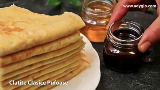 clatite simple care se pot servi cu miere sau ciocolata