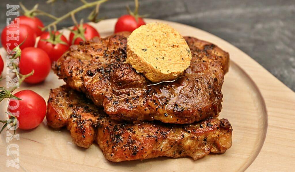 Ceafa de porc la cuptor, reteta de ceafa de porc frageda si suculenta cu unt aromat