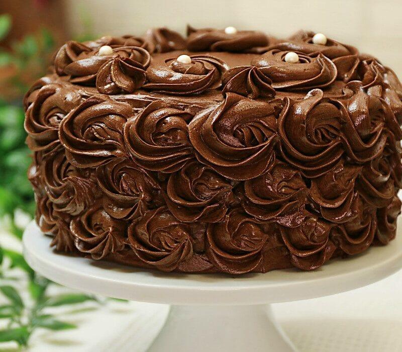 Tort de ciocolata reteta cu blat umed si dens cu crema de ciocolata