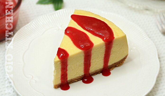 Cheesecake reteta clasica numit cheesecake New York. Un cheesecake neted care nu creapa la suprafata