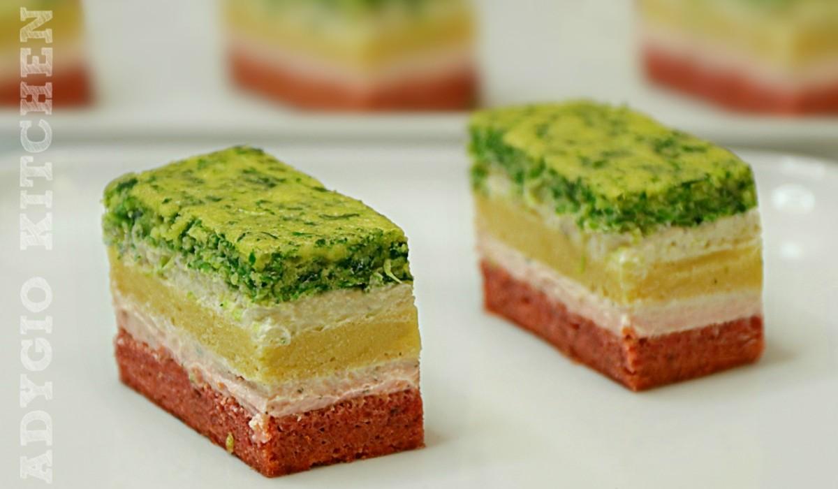 Aperitive festive prajitura sarata cu 3 blaturi si crema de branza cu verdeturi