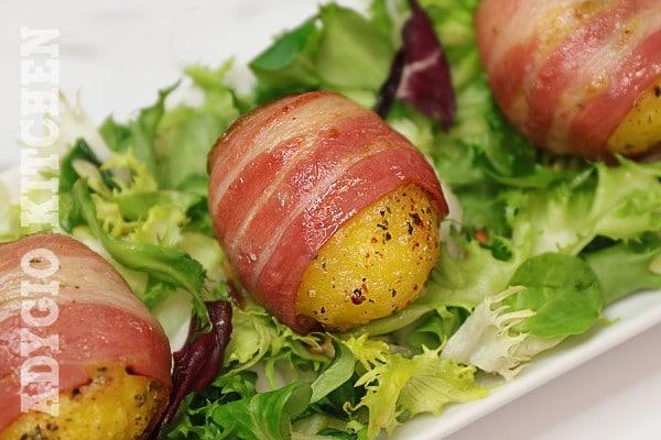 Cartofi aromati la cuptor in patura de bacon sau pancetta, gustosi si deosebiti