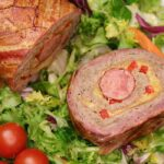 Rulada de carne tocata de porc cu bacon, o rulada de carne delicioasa cu ceapa, cascaval, ceapa calita si ardei gras